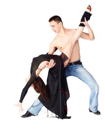 hustle: isolato ritratto di uomo con il torso nudo e la ragazza in lungo abito nero ballo caos Archivio Fotografico
