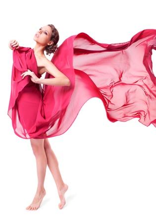 pies descalzos: Hermosa mujer en vestido rojo volando sobre fondo blanco Foto de archivo