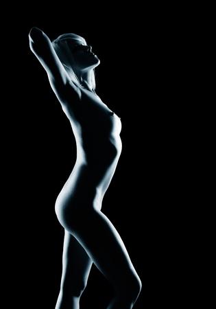 corps femme nue: portrait de jeune femme blonde nue avec beau corps