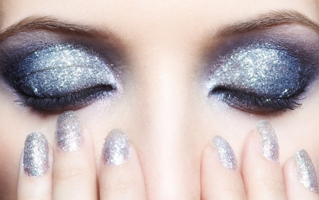 Closed eyes of young woman with vogue shining sparkle makeup Standard-Bild