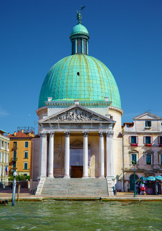 sestiere: Church San Simeone Piccolo on embankment of Canal Grande in Venice, Italy