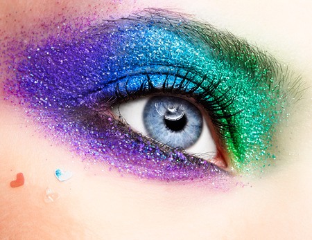 Shining holiday spangled female eye makeup 免版税图像 - 27906912