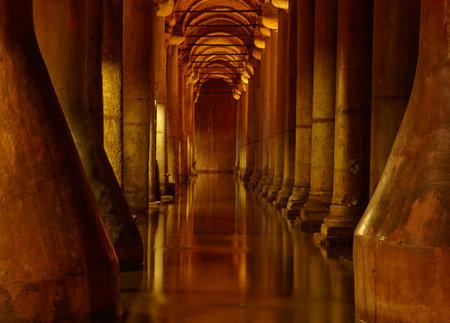 cisterna: Yerebatan Saray - Cisterna Basílica en Estambul, Turquía
