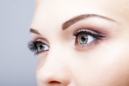 여성의 눈 화장의 근접 촬영