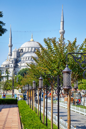 camii: The view of the Blue Mosque (Sultanahmet Camii) on a sunny day in Istanbul, Turkey