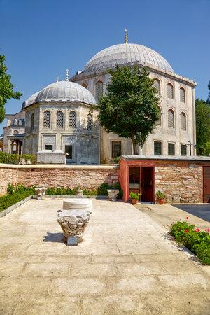 ottoman empire: The mausoleum of Murad III (1546-1595), the Sultan of the Ottoman Empire next to Hagia Sofia, Istanbul, Turkey