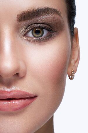 Halbes Gesicht weibliche Schönheit Porträt mit Tag Schönheit Make-up Standard-Bild