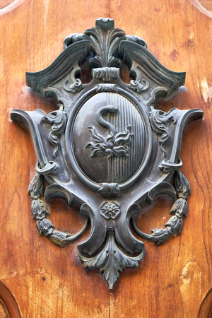 distinctive: An Old style door decoration with the Noble coat of Arms - The distinctive feature of Malta. Valletta. Malta Stock Photo