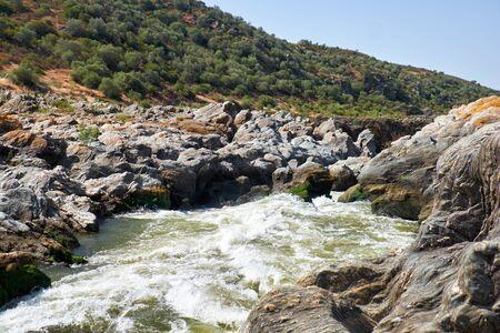 Pulo do Lobo o salto de lobo cascada y cascada en el río Guadiana en las proximidades de Mertola, Alentejo, Portugal Foto de archivo - 83786351