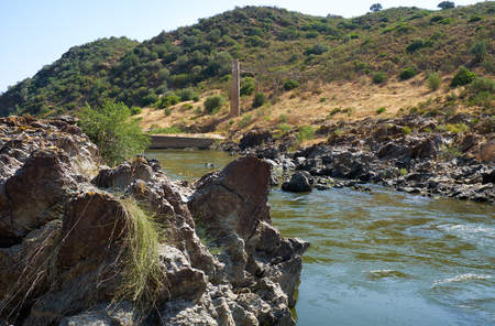 River Guadiana before the Pulo do Lobo (Wolf's leap) waterfall and the remnants of ancient Roman aqueduct. Guadiana river valley Natural park, Alentejo, Portugal Foto de archivo - 93139906
