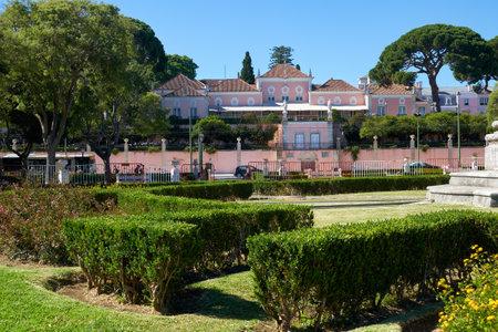 Lisboa, Portugal - 02 de julio de 2016: La vista del Palacio de Belem (Palacio Nacional de Belem) - la antigua residencia oficial de los monarcas portugueses y ahora los presidentes de la República Portuguesa.