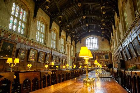 OXFORD, ANGLIA – 15 MAJA 2009: Wnętrze Jadalni (Ante-Hall) Kościoła Chrystusowego. Oxford University. Anglia Publikacyjne