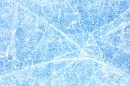 Surface de glace d'hiver sur le lac Baïkal en Sibérie. Fond bleu de la texture de la glace