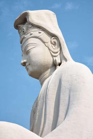 The white statue of Bodhisattva Avalokitesvara (Ryozen Kannon), the Goddess of Mercy built by Hirosuke Ishikawa to honor the dead of World War II. Kyoto. Japan 免版税图像 - 155686274