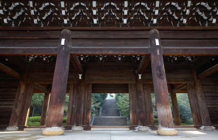 The colossal main wooden gate, the sanmon (sangedatsumon) at Chion-in temple complex, the most important sanmon in Japan. Kyoto. Japan 免版税图像 - 155686356