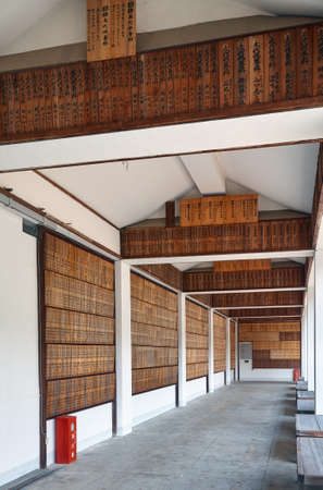 Kyoto, Japan - November 23, 2007: A covered gallery with the wooden memorial tablets commemorating the War dead of the Pacific War. Ryozen Kannon. Kyoto. Japan 免版税图像 - 154913655