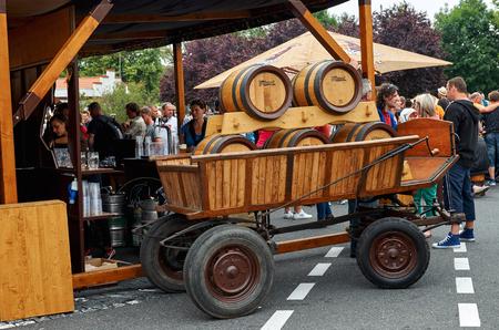republika: Czech Republic. Velke Popovice. Den Kozlov. Barrels on the wagon with a beer. June 11, 2016