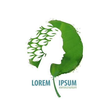 medecine: Beau visage d'une jeune fille sur un fond de feuilles vertes