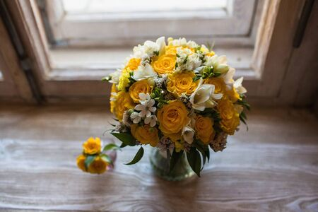 Beautiful wedding bouquet and grooms boutonniere on the windowsill background Zdjęcie Seryjne
