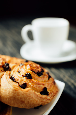 Cup of tea and delicious homemade bakery with chocolate on dark wooden table. Stockfoto