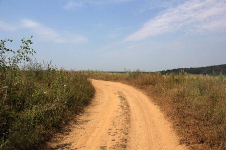 en mont�e: Route rurale mont�e tournant vers la photo de gauche