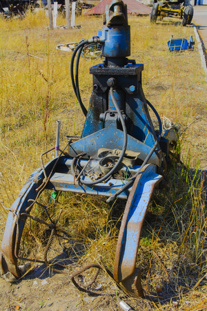 grapple: Old rusty hydraulic grapple to collect scrap metal