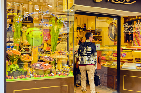 bakery products: Showcase sweets shop, restaurant specialized trade. Editorial