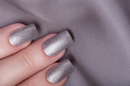 Very beautiful silver metallic nails closeup. Standard-Bild