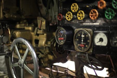 submarino: sala de control submarino de la Segunda Guerra Mundial de la vendimia
