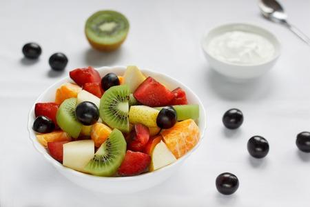 Healthy breakfast with fresh fruits and yogurt. Healthy lifestyle. 版權商用圖片