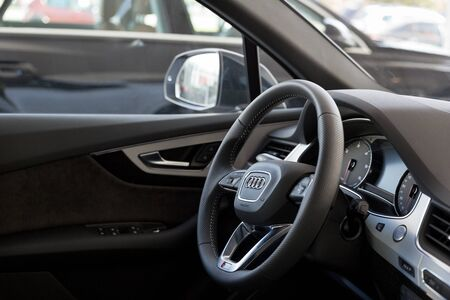 Russia, Izhevsk - September 11, 2019: Audi showroom. Interior of new modern Q7 Quattro with automatic transmission. Famous world brand. Standard-Bild - 134500808