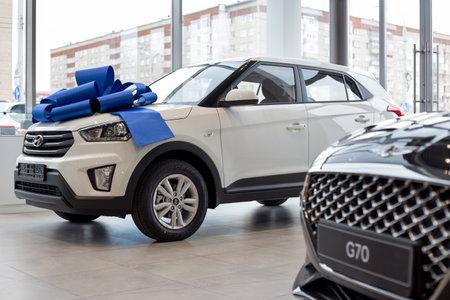 Russia, Izhevsk - October 16, 2019: New modern cars in the Hyundai showroom. Famous world brand. Prestigious vehicles. Standard-Bild - 134500950