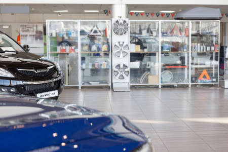 Russia, Izhevsk - February 17, 2021: Haval showroom. Spare parts and accessories for new modern Haval cars. Car manufacturer from China. 新聞圖片