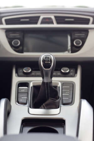 New modern unknown car with manual transmission. Modern transportation. Themed blur background. Close up. Banque d'images