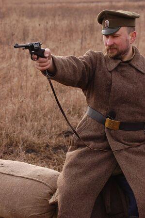 reenacting: Reenacting storiche militari. Guerra civile in Russia. 1918. Reenacting battaglia vicino villaggio Kruti nel 1918.