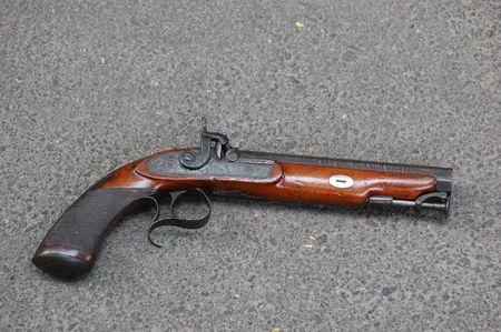 flint gun: pistola de antig�edad