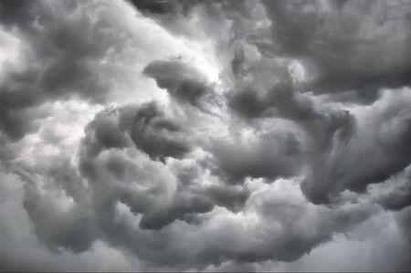 劇的な嵐の雲。キエフ, ウクライナ 写真素材 - 7605146
