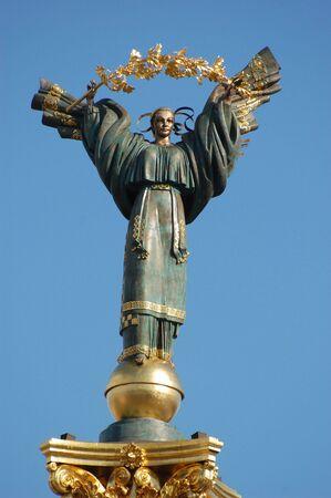 angel de la independencia: Monumento de la independencia en Kiev, Ucrania.  Foto de archivo
