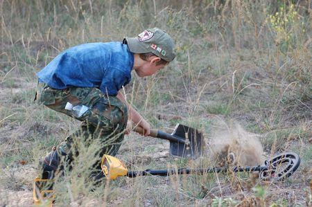 scavenging: KIEV, UKRAINE - SEP 11: unidentified Member Ukrainian Federation Metal Searchin Sport on the First Ukrainian Competition of Treasure Hunting, Kids competition,September 11, 2010 in Kiev, Ukraine