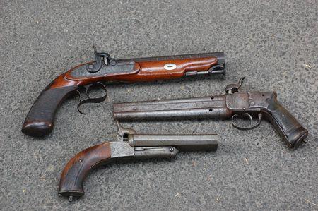 flint gun: pistolas de antig�edades  Foto de archivo