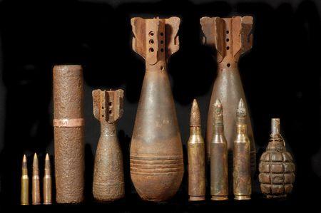 bomba a orologeria: Remains.Found di guerra militare archeology.World con metal detector