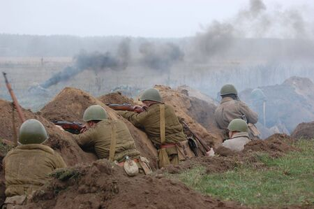 trenches: Soviet soldiers