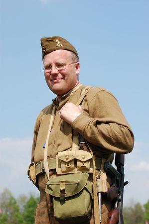 reenacting: KIEV, UCRAINA. 9 Maggio 2008. Club stella rossa di storia militare. Reenacting storico militare. Guerra in Germania nel maggio 1945. Persona in uniforme del reggimento scozzese.