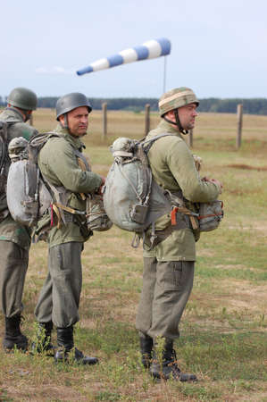 chernigow: CHERNIGOW, UKRAINE - AUG 29: Members of Red Star military history club wear historical German paratrooper uniform during historical reenactment of WWII, August 29, 2010 in Chernigow, Ukraine