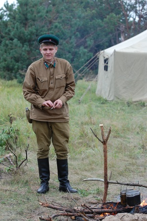 chernigow: CHERNIGOW, UKRAINE - AUG 29: A member of Red Star military history club wears historical Soviet uniform during historical reenactment of WWII, August 29, 2010 in Chernigow, Ukraine  Editorial