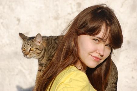 M�dchen mit ihrer Katze