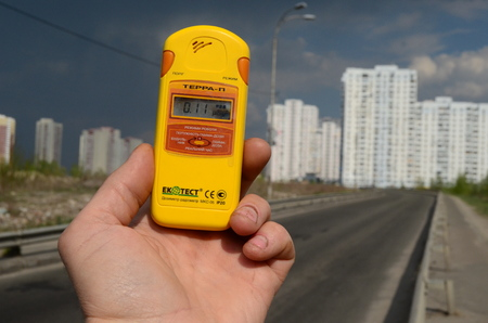 mensuration: Kiev Ukraine April 29 2015: Measuring radiation levels in the residential area of Kiev after huge forest wildfire in Chernobyl Area at April 28. Kiev April 29 2015  Kiev Ukraine. Editorial