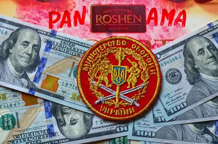 Chevron del Ejército de Ucrania. Con el logotipo de la marca Roshen Inc. Roshen es característica de presidente de Ucrania Poroshenko.At abril 6,2016 en Kiev, Ucrania