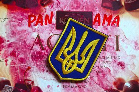 bandera de panama: Chevron del Ej�rcito de Ucrania. Con el logotipo de la marca Roshen Inc. Roshen es caracter�stica de presidente de Ucrania Poroshenko.At abril 6,2016 en Kiev, Ucrania