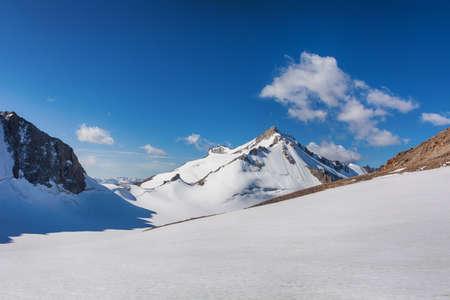 Mountain landscape view in Kyrgyzstan. Rocks, snow and stones in mountain valley view. Mountain panorama. Kyrgyz Alatoo mountains, Tian-Shan, Ala-archa, Kyrgyzstan. Archivio Fotografico - 155358857